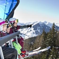 Ski-Urlaub mit der ganzen Familie im Hotel in Saalbach Skiverleih um die Ecke, 2 Gondeln am Hotel - das eva,VILLAGE ist perfekt für euren Winter-Urlaub in Saalbach. Los geht´s!