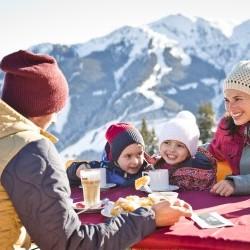 Kaiserschmarrn und Hütten-Gaudi mit den Kindern Familien Ski-Urlaub in Saalbach direkt im Zentrum im Hotel eva,VILLAGE
