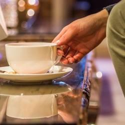 Nachmittags-Kaffee! Setz dich und entspanne! die eva,VILLAGE Bar & Lounge lädt zu jeder Tageszeit ein etwas zu verweilen