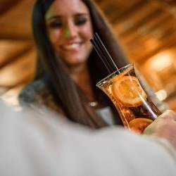 Gin, Long-Drinks oder Espresso!  An der Bar & Lounge gibt es den ganzen Tag Drinks zu jedem Anlass in deinem Urlaub in Saalbach