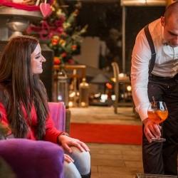 Lounge & Bar in einem  - die Bar im eva,VILLAGE Hotel in Saalbach Viel Platz und definitiv wird auch dein Lieblingsplatzerl gefunden hier im eva,VILLAGE Hotel in Saalbach