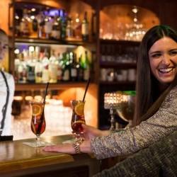 Drinks an der Bar in Saalbach Kein Problem im eva,VILLAGE****S Hotel