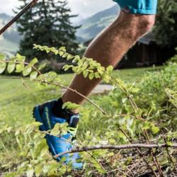 Trailsrunning? Unser Sportguide verrät dir die besten Tricks. Saalbach wird im Trail-Run erobert. Start vor der Hoteltür des Eva,VILLAGE Hotel Saalbach