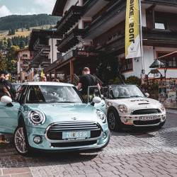 MINI Treffen - jedes Jahr im Juli MINI Fans aus ganz Europa kommen im eva,VILLAGE Hotel in Saalbach zusammen und feiern die bunten Flitzer und cruisen gemeinsam durch die Berge