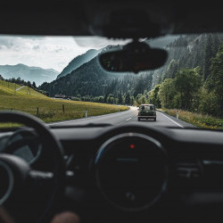 eva,VILLAGE ist perfekter Starpunkt für Ausfahren in den Salzburger Alpen Passstraßen, Großglockner oder schnell nach Tirol? Kein Problem mit dem eva, MINI zum Ausleihen.