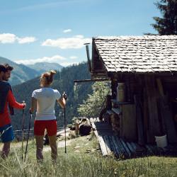 Wandern in Saalbach - Start vor der Hotel-Tür des eva,VILLAGE eva,VILLAGE Saalbach mitten im Zentrum der Berge