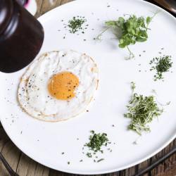 Eier von glücklichen Hühnern Produkte am Frühstücks-Buffet im eva,VILLAGE Hotel kommen aus der umliegenden Region