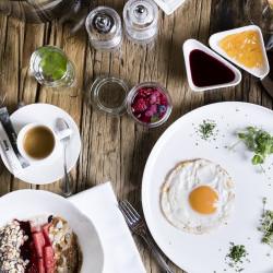 Frühstücks-Tisch  im Hotel-Restauran eva,VILLAGE in Saalbach