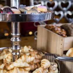 Backwaren & Süße Leckerbissen Aus der hauseigenen Küche oder vom regionalen Bäckermeister frisch zum Hotel-Früstück