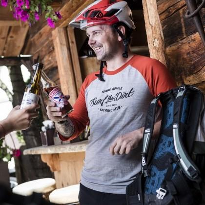 Auf der Terrasse der eva,ALM beim Aprés Bike erholen