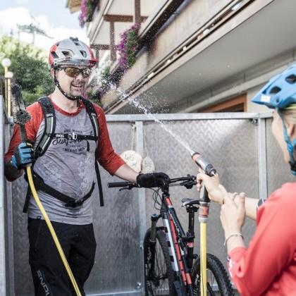 Fürs Rad und Biker - Waschstation und Wäscheservice