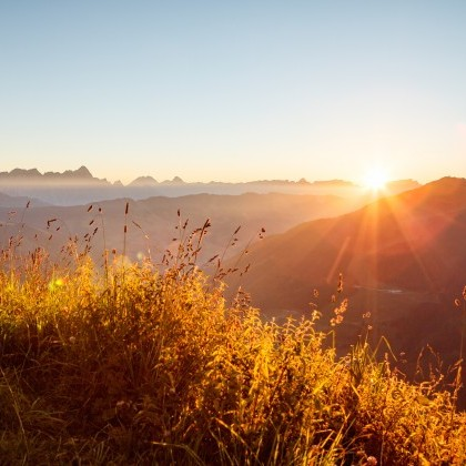 herbliche Sonnenstrahlen sind der beste Begleiter einer Wanderung