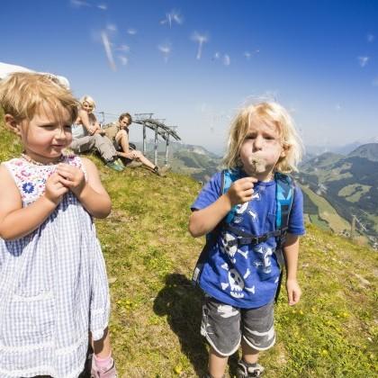 Kinder erleben die schönsten Momente in der Natur