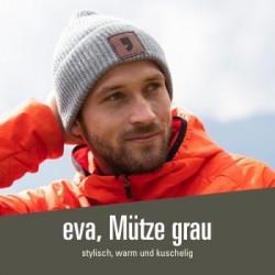 stylishe eva, Mütze in grau - 31,00 € Strickmütze mit coolem eva, Logo aus Leder
